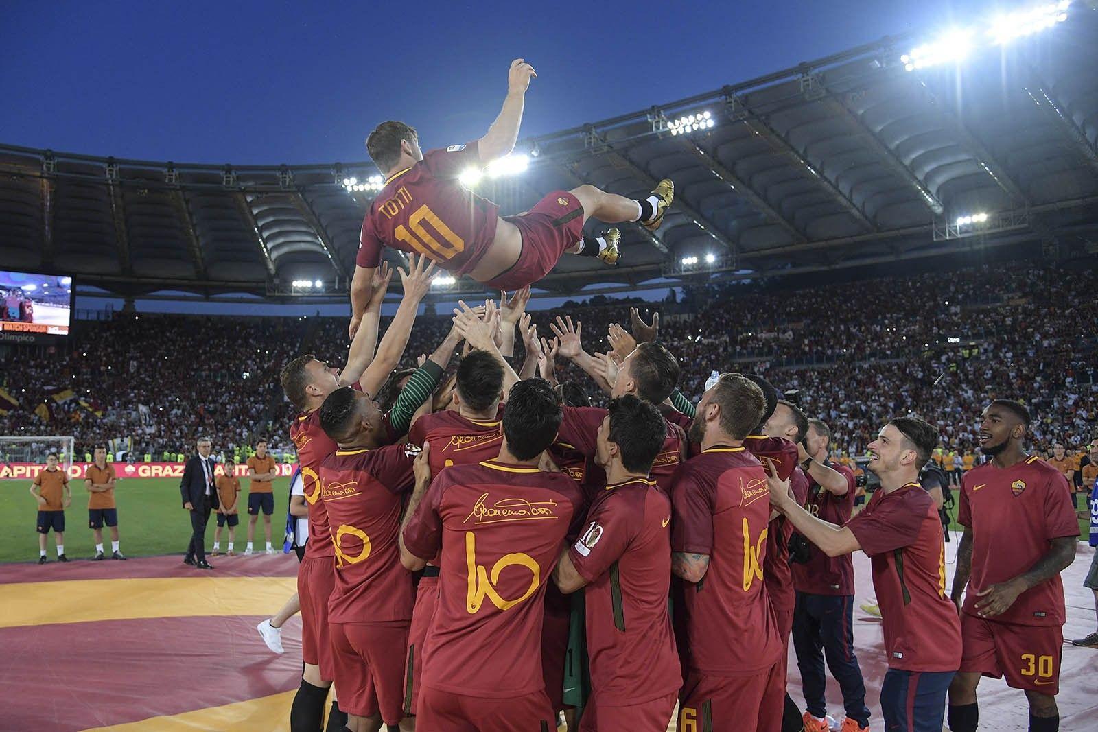 KUMPULAN FOTO: Perpisahan Totti dan As Roma Penuh Hujan Air Mata