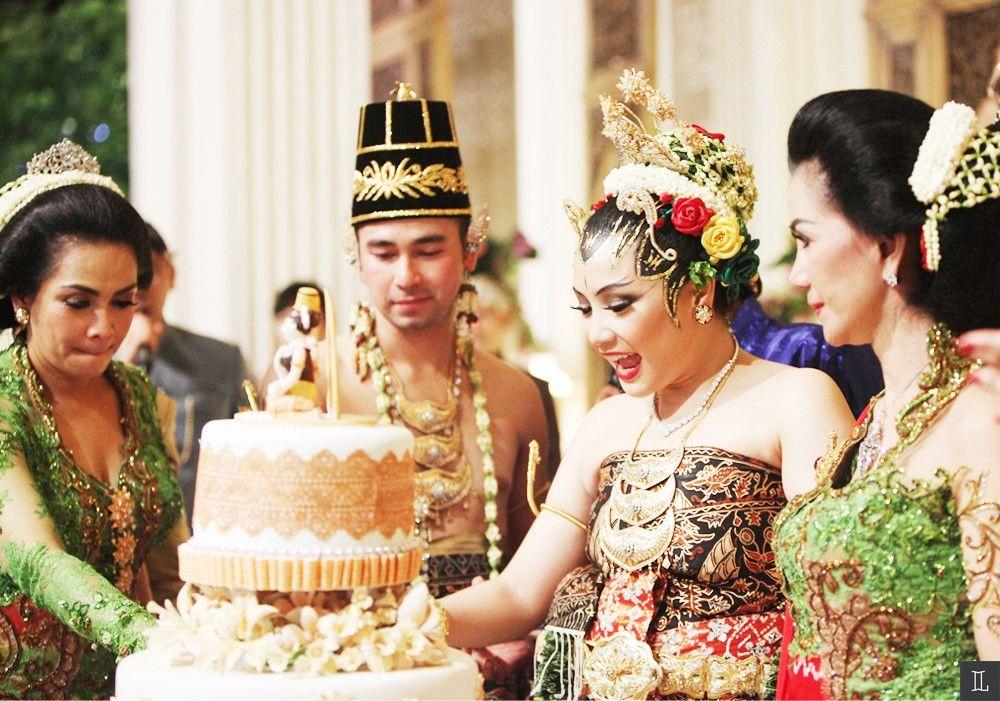 Tahu Gak Sih, 7 Tradisi Pernikahan di Indonesia Ini Sangat Unik