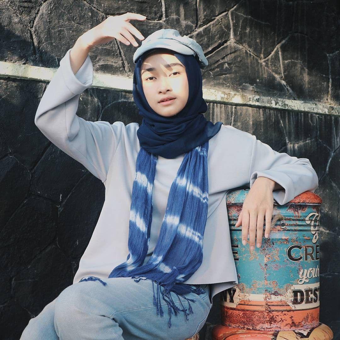 15 Gaya Hijab Mahasiswa UNJ Ini Bikin Hati Adem dan Modis
