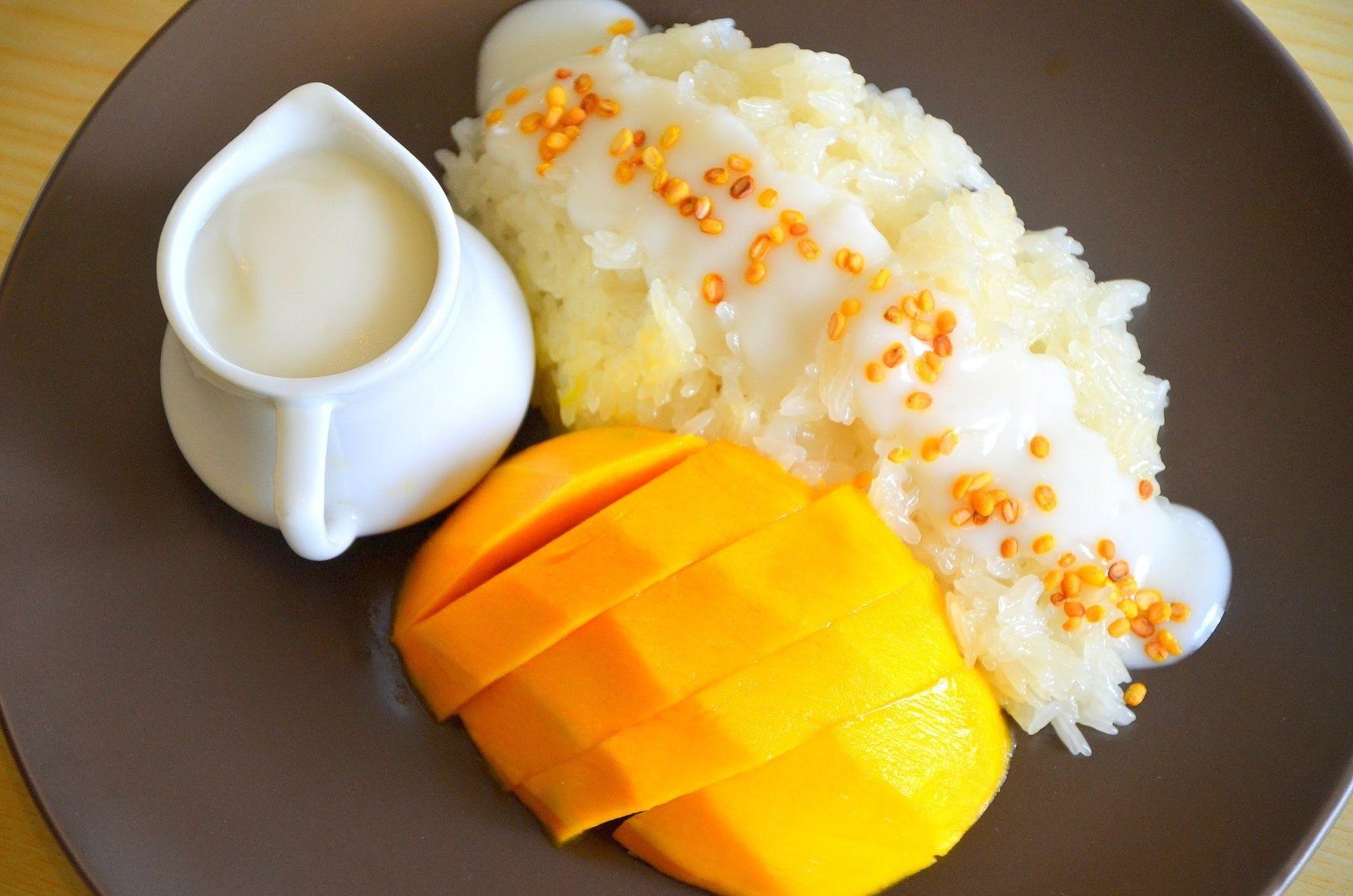[RESEP] Cobain Bikin Mango Sticky Rice yang Lagi Hits Banget!