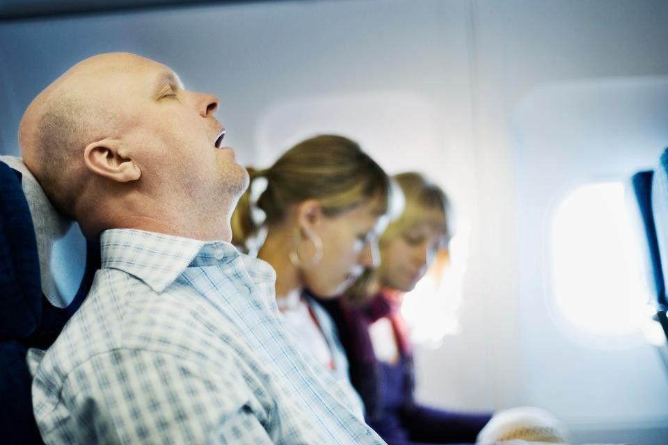 Waduh, Tidur Saat Pesawat Akan Lepas Landas Ternyata Berbahaya, lho!