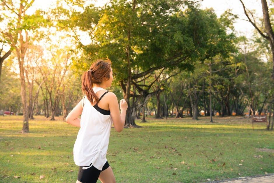 6 Gerakan Olahraga Mengecilkan Perut Buncit yang Mudah dan Aman!