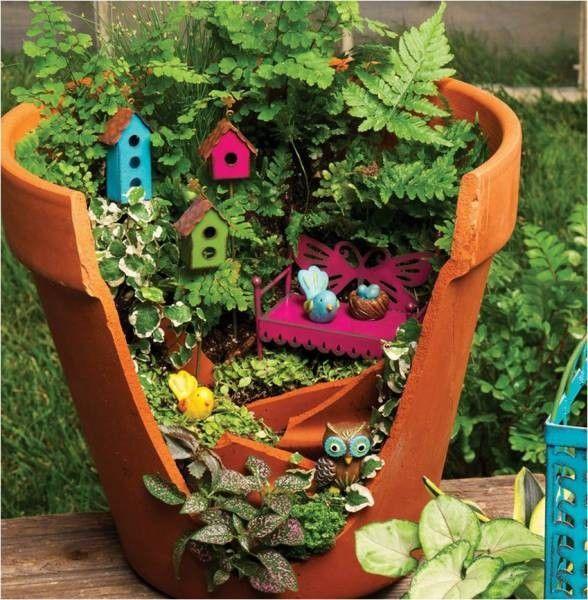 13 Desain Mini Garden Dari Pot Pecah Bikin Ruangan Makin Cantik Nih