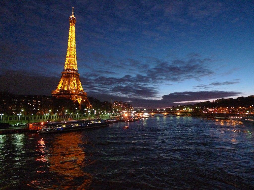 9 Fakta Tersembunyi Menara Eiffel yang Gak Pernah Kamu Tahu