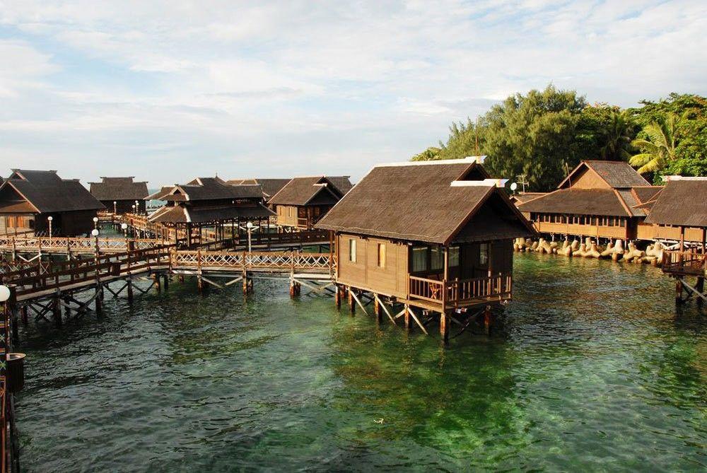 9 Resort Terapung Terbaik di Indonesia yang Wajib Masuk Bucket List