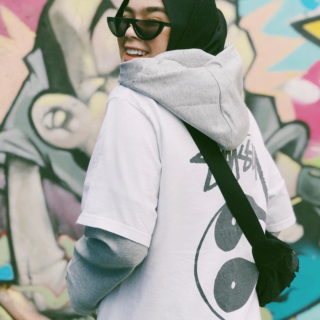 Tomboy dengan Hijab, Ini 12 Style Sivia eks Blink yang Anti Mainstream