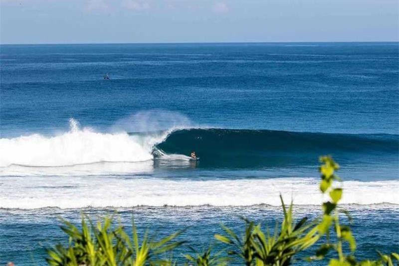 10 Pantai Indonesia yang Terkenal dengan Ombaknya, Cocok Untukmu Pecinta Surfing