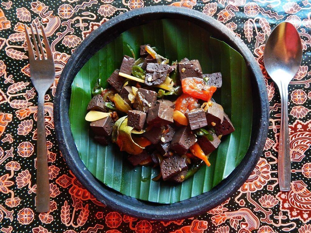 8 Kuliner Legendaris Indonesia Berbahan Dasar Ekstrem, Berani Coba?