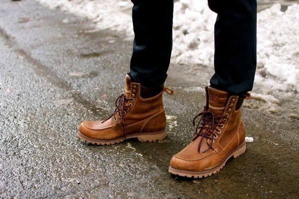 5 Cara Mix and Match Sepatu Boots Buat Cowok, Dijamin Makin Macho!