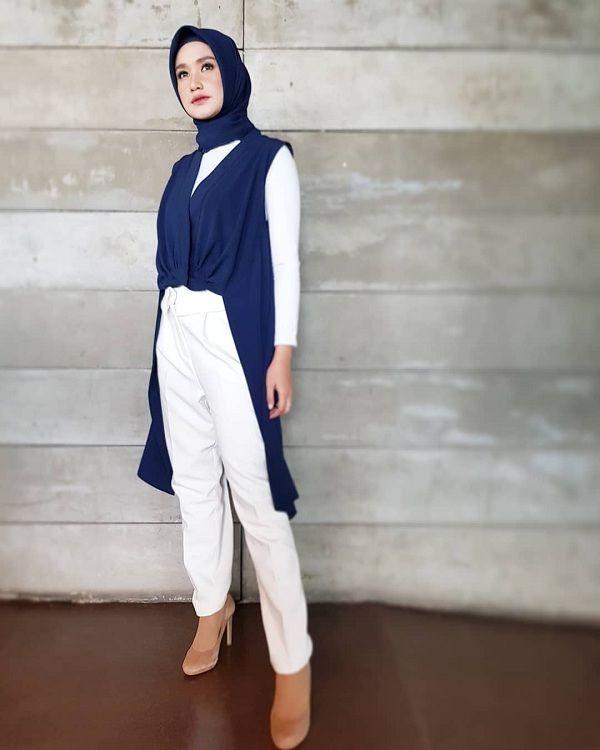 10 Ide Office Look Profesional Untuk Hijabers Ala Rikha Indriaswari