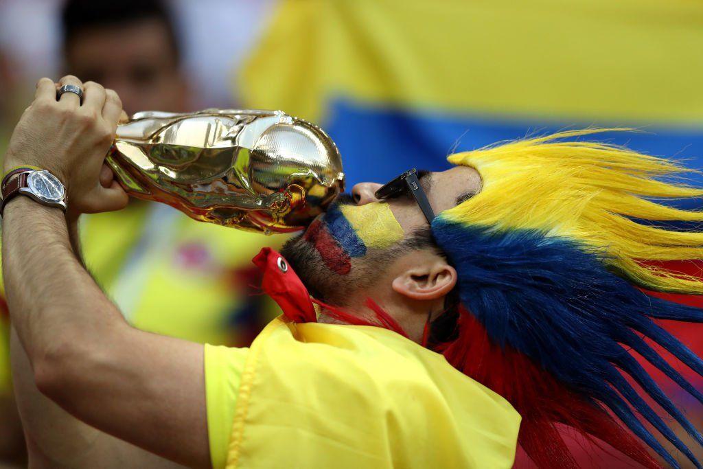 17 Foto Warna-warni Kemeriahan Suporter Polandia Vs Kolombia di Rusia