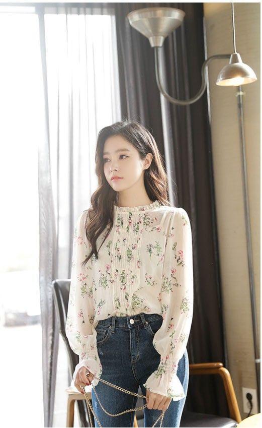 12 Style Floral Outfit Ala Cewek Korea, Anggun dalam Berbagai Gaya