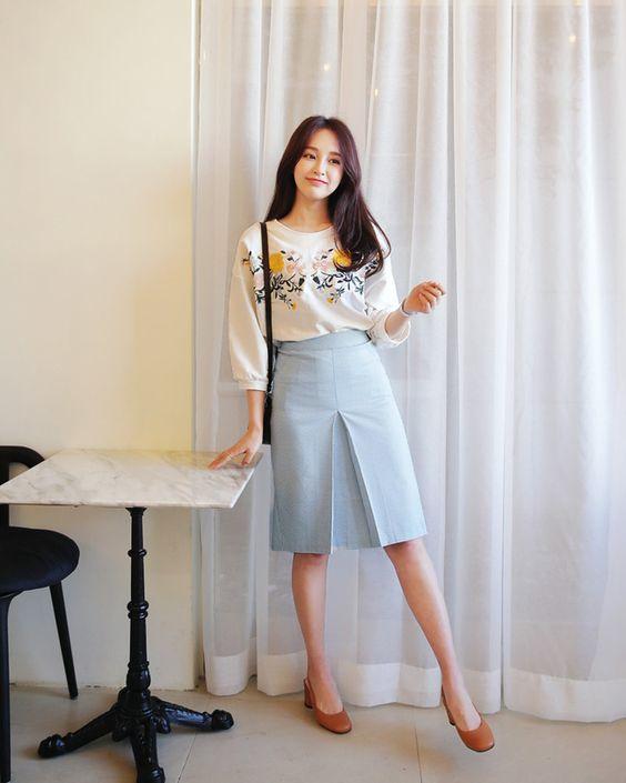 Hasil gambar untuk style korea santai rok