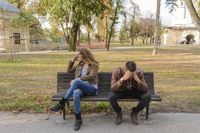 Ini 5 Sikap Cowok yang Menyiratkan Cintanya Telah Luntur Padamu!