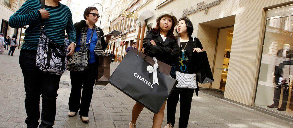 Bikin Onar, 2 Turis Cina Baku Hantam Berebutan Makeup di Korsel