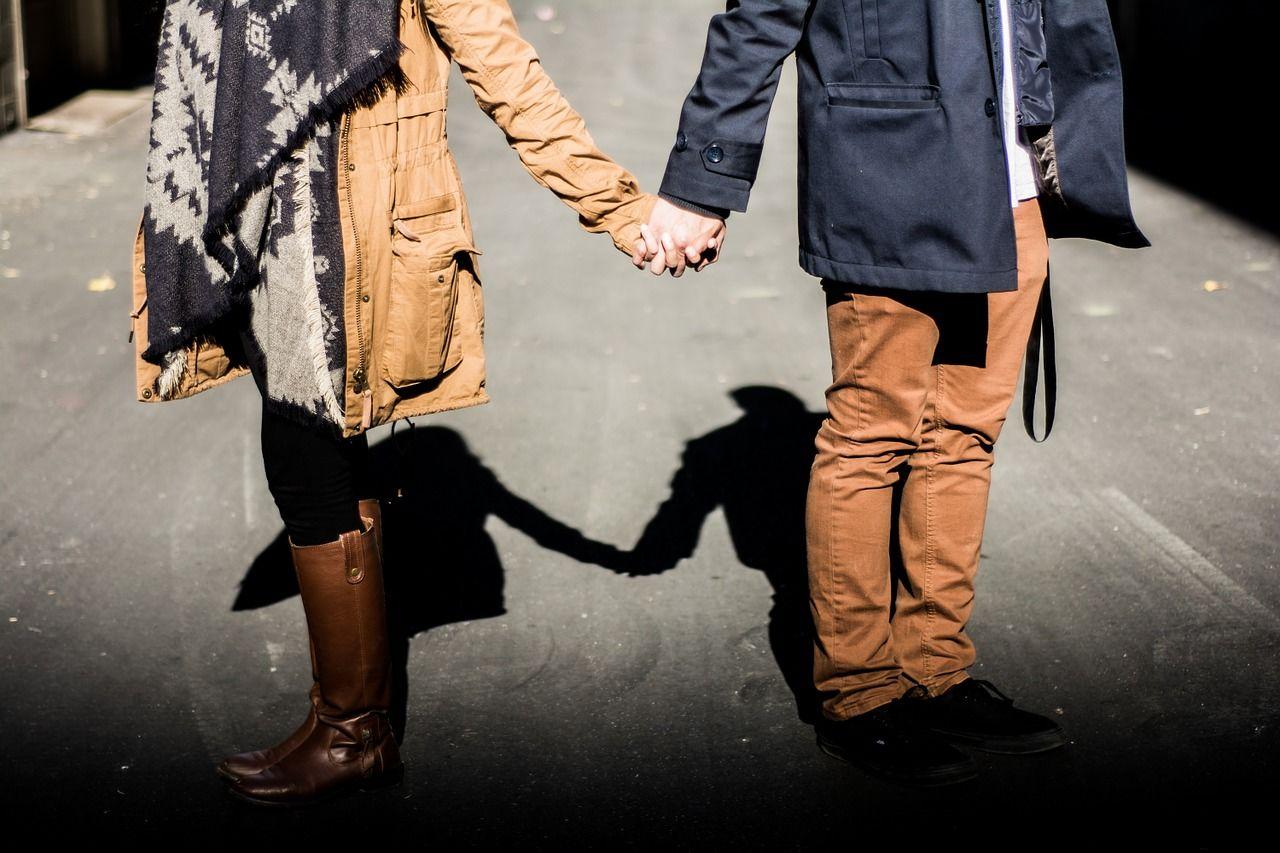 5 Alasan Kamu Tidak Perlu Tinggal Bareng Mertua Setelah Menikah
