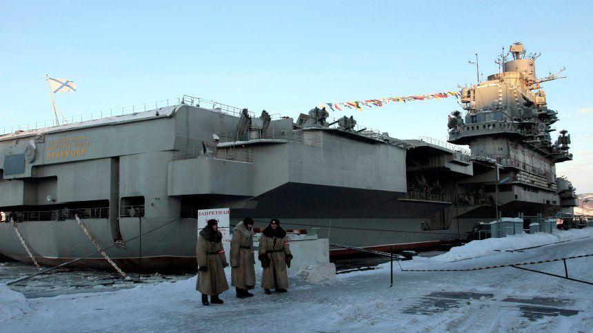 Kapal Induk Rusia Tertimpa Derek di Murmansk