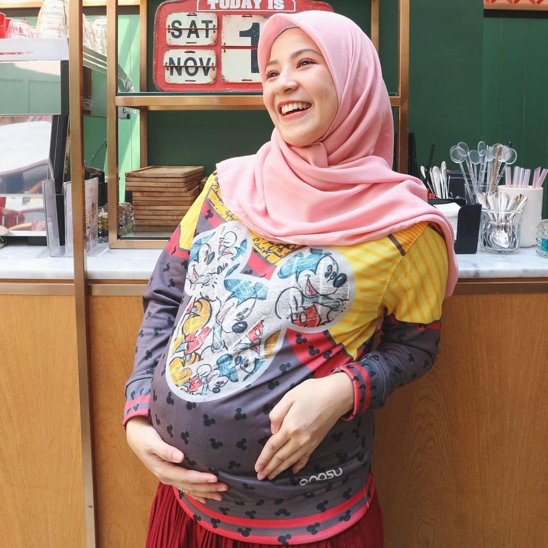 8 Inspirasi OOTD Buat Para Ibu Hamil ala Selebriti Tanah Air, Stylish!