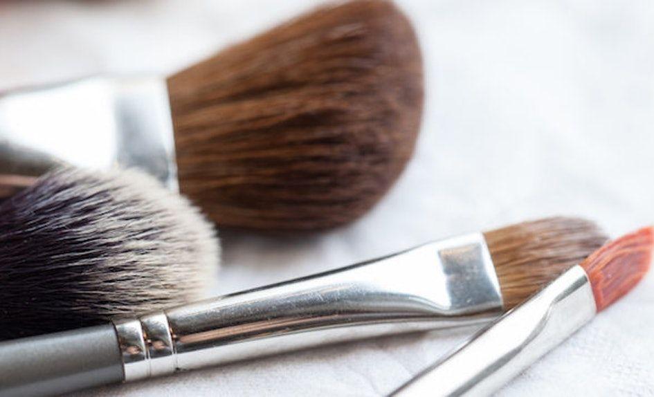 Super Glowing, Ini 7 Rekomendasi Makeup Pemula ala Suhay Salim