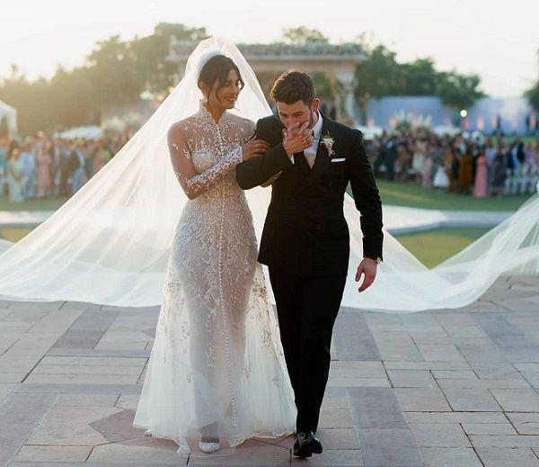 Penuh Haru! Begini 7 Potret Pernikahan Nick Jonas dan Priyanka Chopra