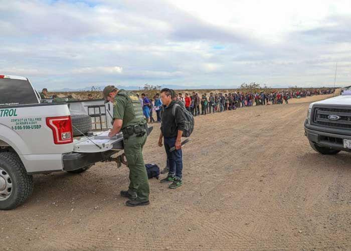Ratusan Migran Gali Terowongan untuk Memasuki Perbatasan di Arizona
