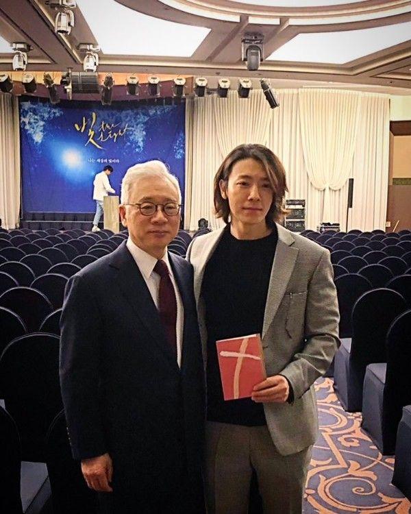 10 Potret Manly Lee Dong Hae di Usia 32 Tahun yang Tambah Kece!