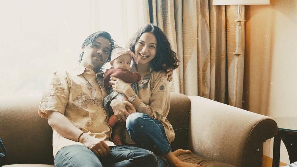 Manis, 10 Potret Keluarga KecilChicco Jerikho dan Putri Marino!