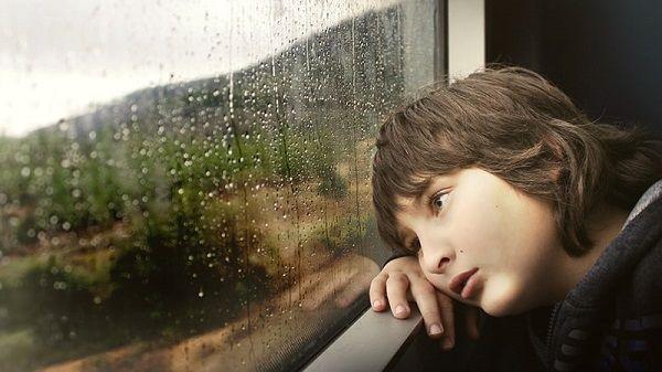 Sering Alami Sinyal & Koneksi Lemot Saat Hujan? Ini 7 Alasan Ilmiahnya