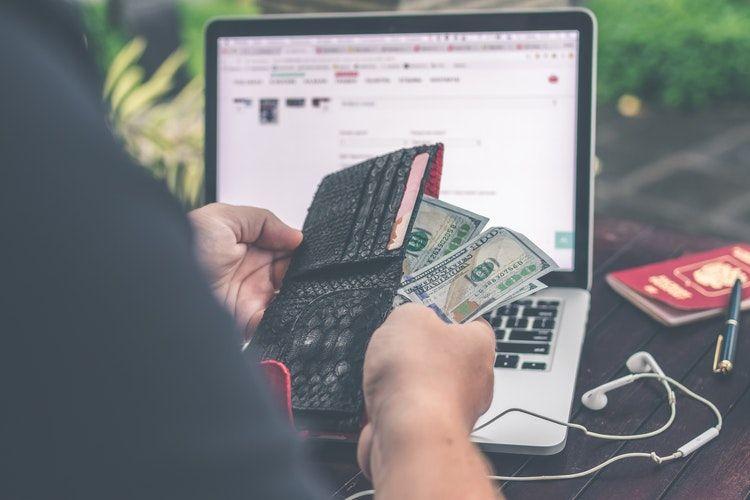 Baru Gajian, Pertimbangkan 5 Hal Ini Sebelum Jadi Penggila Belanja