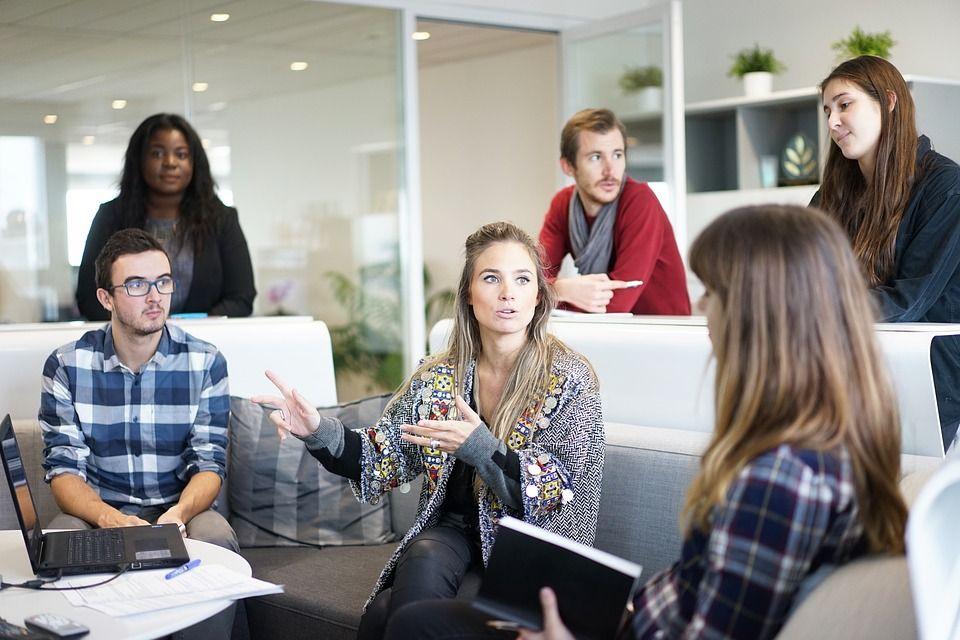 6 Cara Menghadapi 'Si Mulut Besar' yang Sering Ngoceh di Kantor
