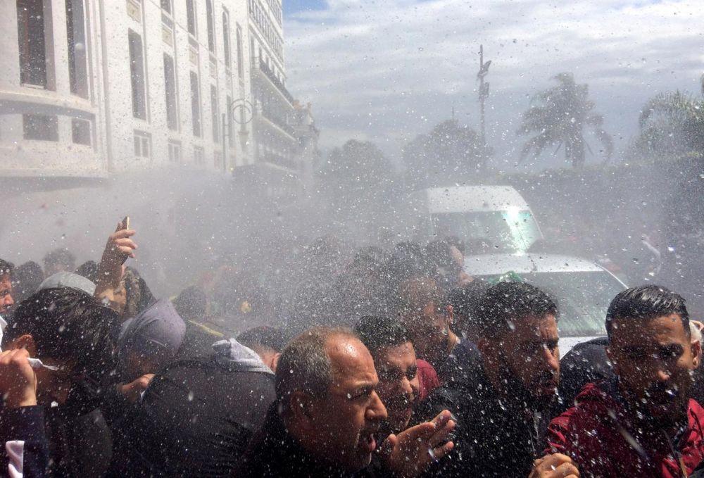 Tolak Penunjukan Presiden Sementara, Rakyat Aljazair Turun ke Jalan