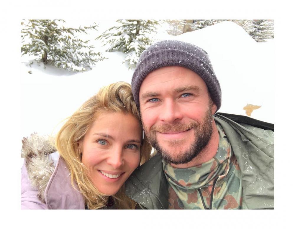 10 Potret Mesra Chris Hemsworth 'Thor' dengan Istri, Super Romantis!