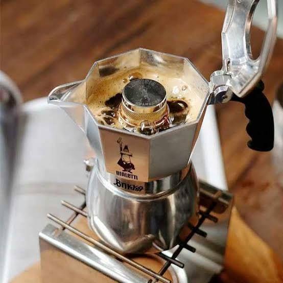 6 Alat Penyeduh Kopi Ala Kafe yang Bisa Kamu Gunakan di Rumah