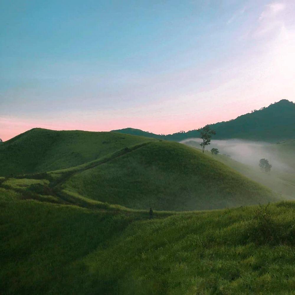 7 Bukit di Kalimantan Selatan Ini Menyuguhkan Panorama Indah