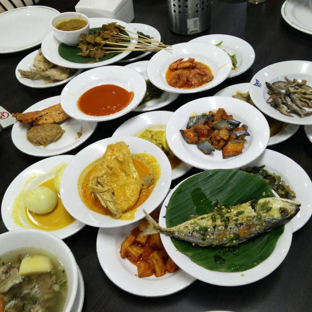 5 Rumah Makan Padang Ternikmat di Medan, Bikin Ketagihan!
