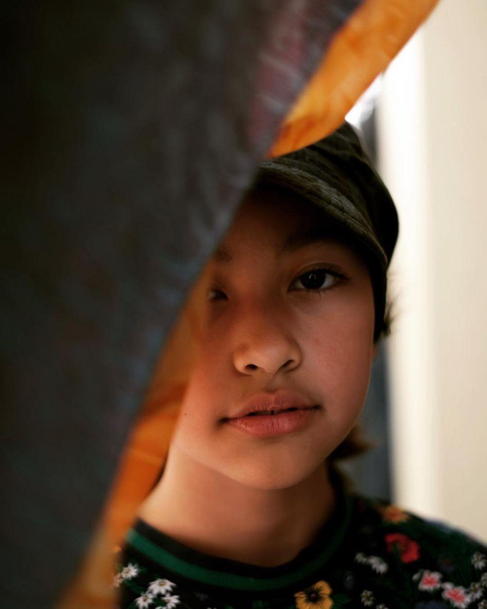 9 Potret Aquene Aziz, PutriSultan Djorghi Jago Pose di Depan Kamera