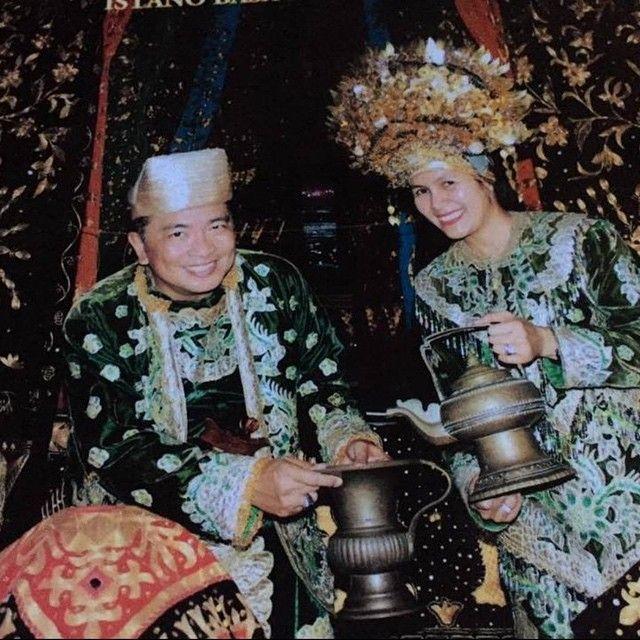 9 Tahun Menikah, Ini Potret Helmy Yahya dan Istri yang So Sweet Banget
