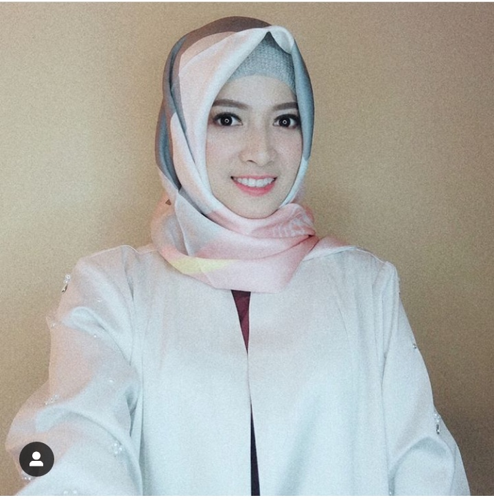 Bikin Adem, 10 Potret Menawan Chika Jessica dengan Balutan Hijab