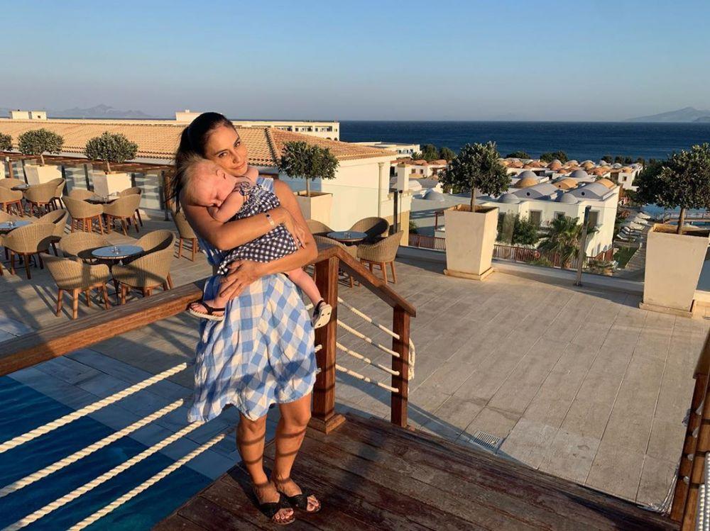 10 Potret Liburan Musim Panas Keluarga Marissa Nasution di Yunani