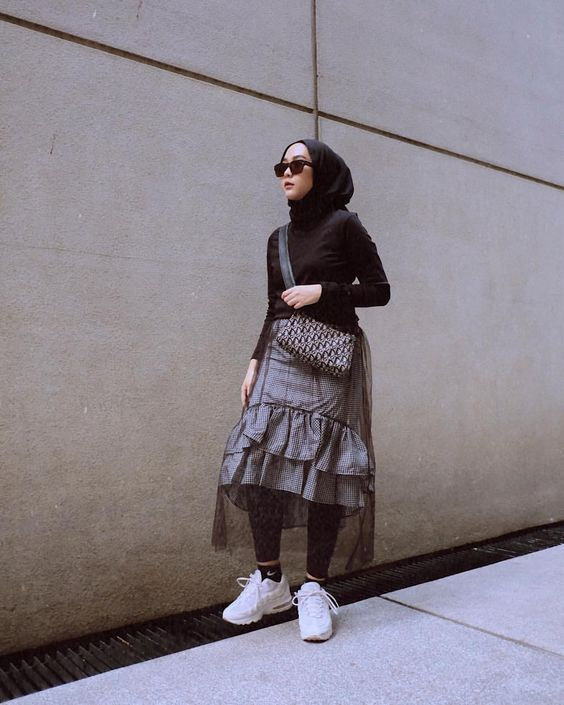 10 Ide Mix And Match Rok Pendek Untuk Hijab Outfit