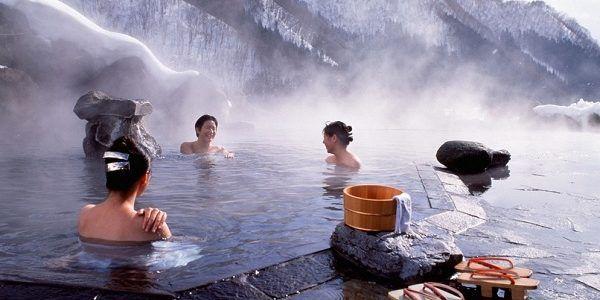 10 Rekomendasi Onsen Terbaik di Jepang yang Harus Kamu Kunjungi