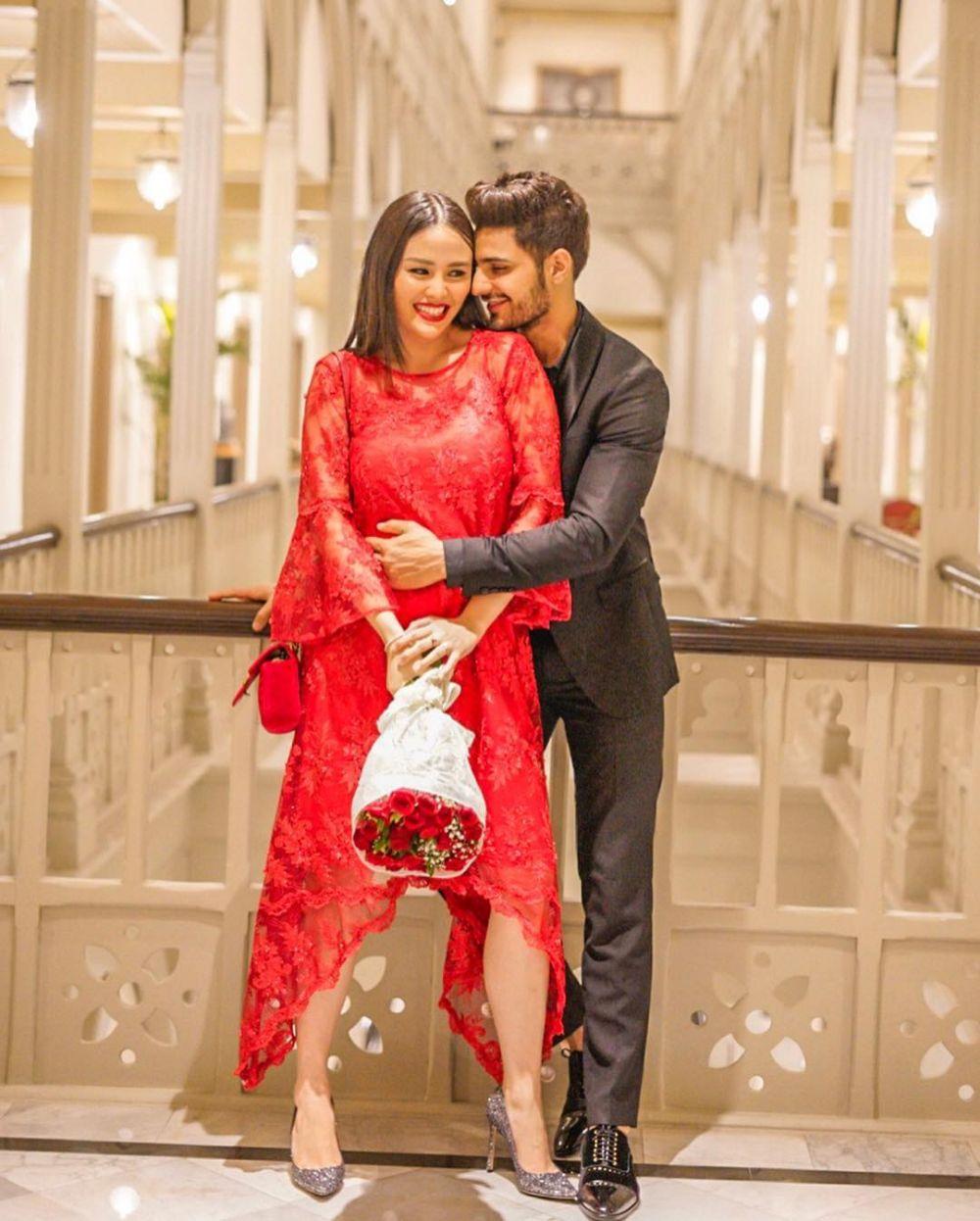 Dinikahi Aktor India, Ini 10 Potret Kemesraan Nita Sofiani & Suami