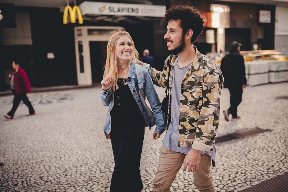 5 Cara Agar Tak Gampang Baperan dalam Hubungan Friendzone