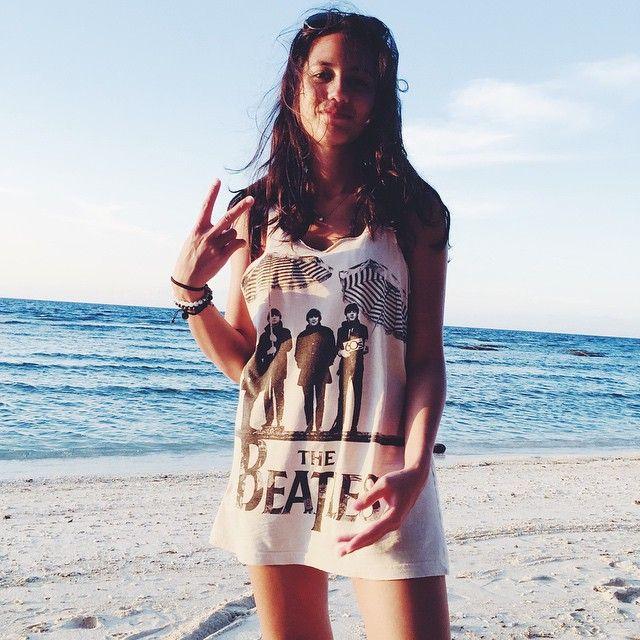 Summer Girl, 10 Potret Menawan Pevita Pearce Berlibur di Pantai