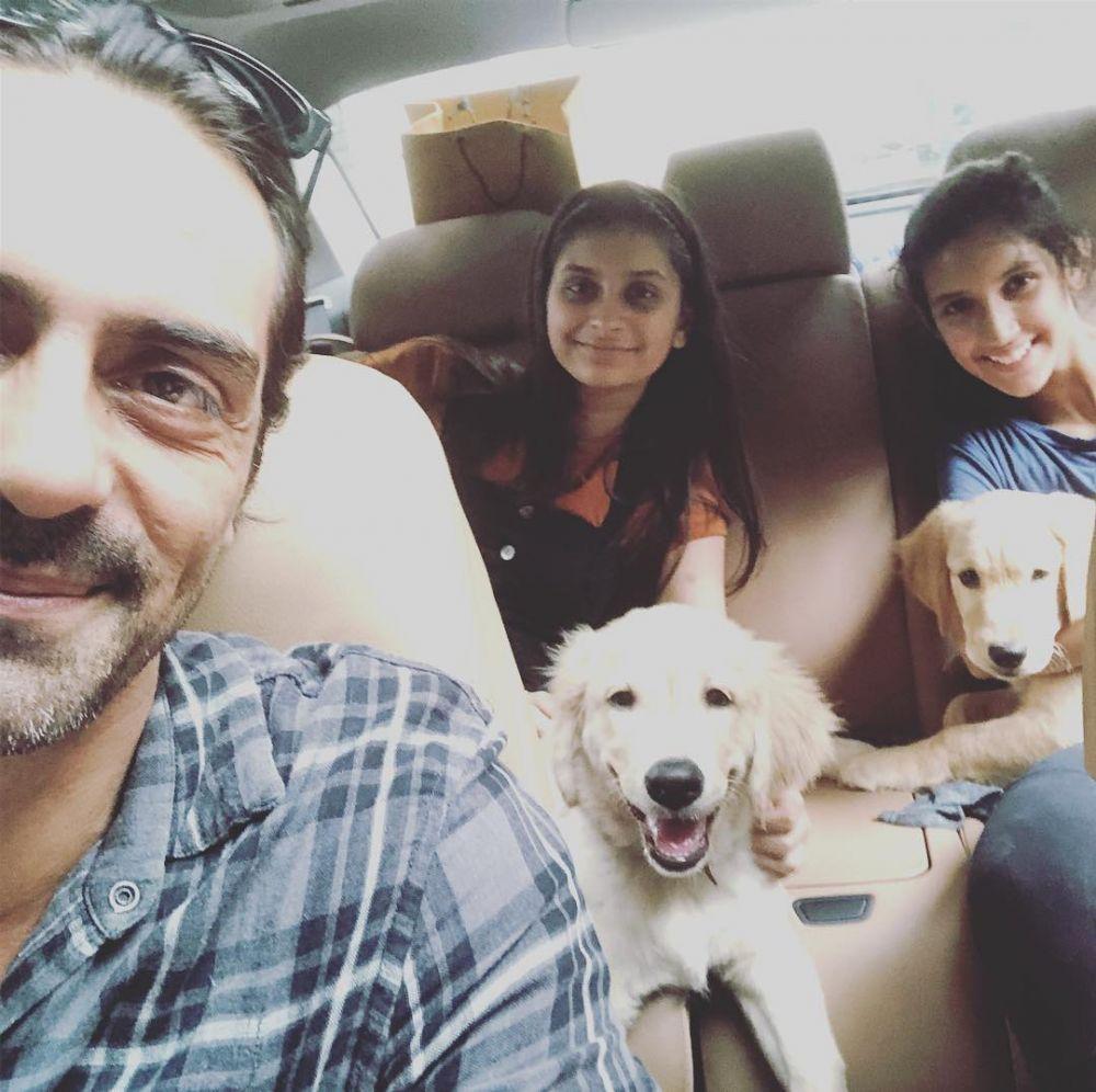 Bak Sahabat, Ini 8 Potret Kompak Arjun Rampal dan Kedua Putrinya