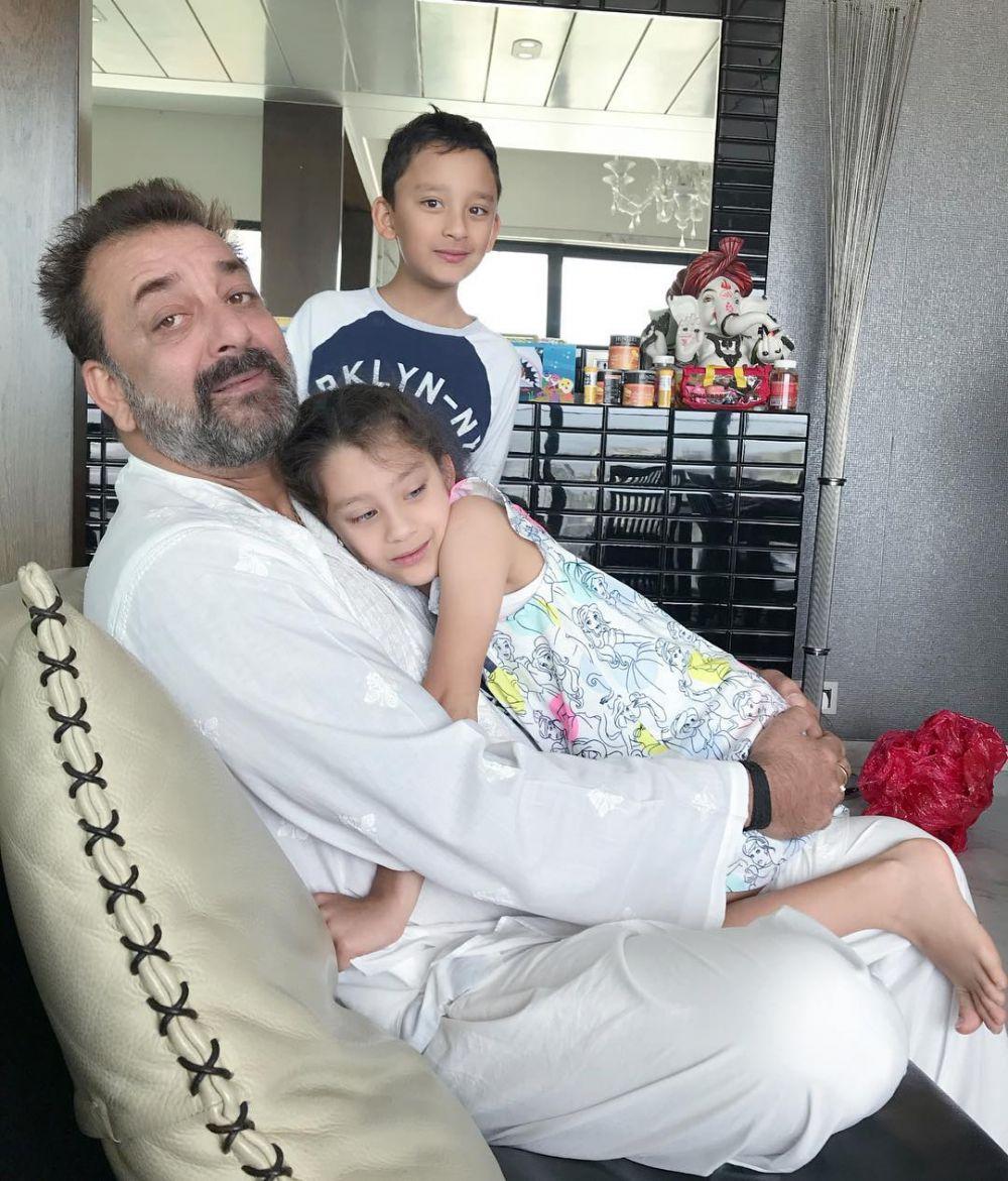 Punya Anak Kembar, Ini 10 Potret Harmonis Keluarga Sanjay Dutt