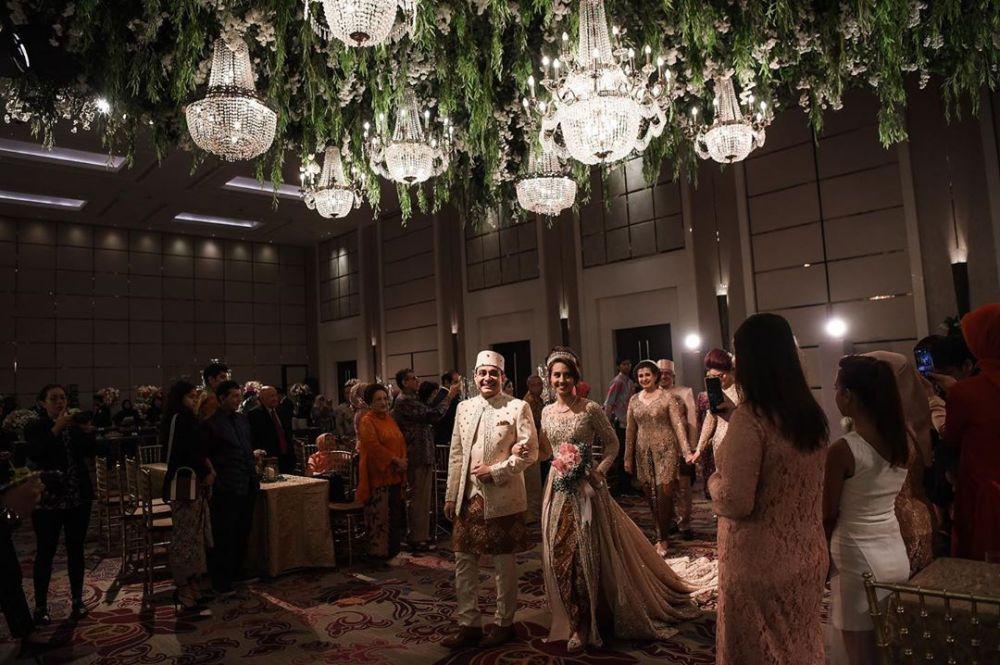 Bertabur Pejabat, 10 Potret Pernikahan Tsamara Amany & Ismail Alatas