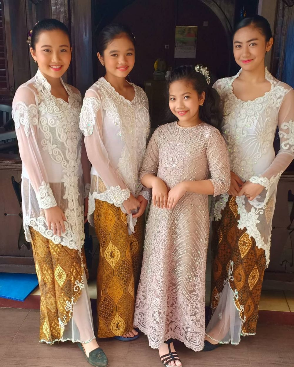 9 Potret Keakraban Anak-anak Kampung Ciraos dari Dunia Terbalik
