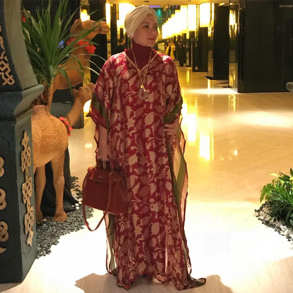 11 Outfit Glamor Viona Rosalina, Bisa Buat Referensi Kondangan!