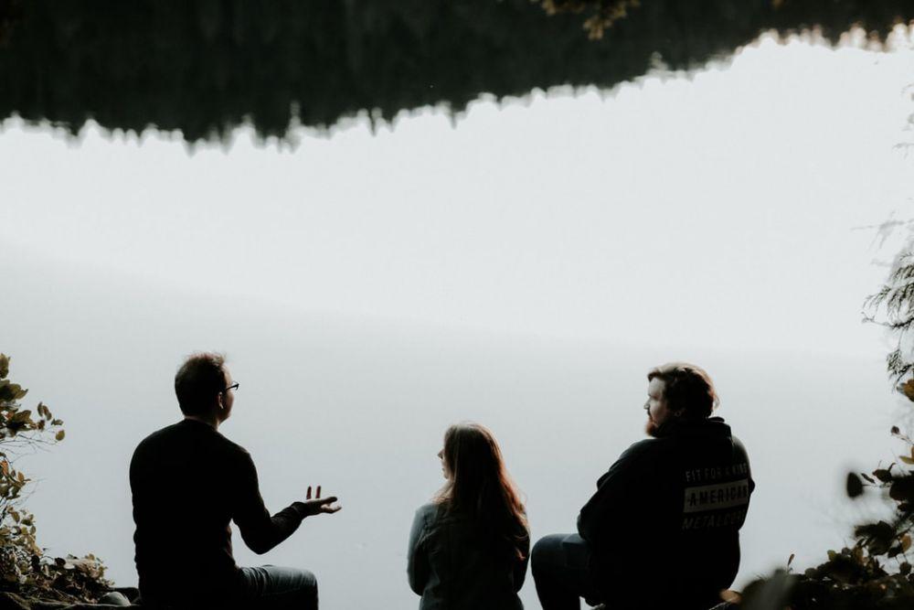 Ini 5 Alasan Pasanganmu Biasa Aja saat Kamu Dekat dengan Lawan Jenis